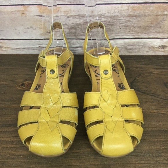 9246d8c847f8 BareTraps Shoes - Bare Traps Yellow Rexie Closed Toe Sandals 6.5